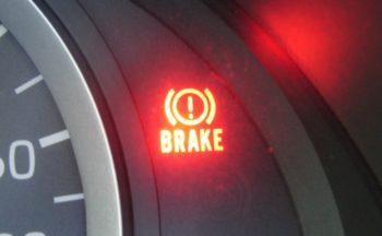 ブレーキランプ 警告灯が点灯!修理でわかった原因と対策の体験談